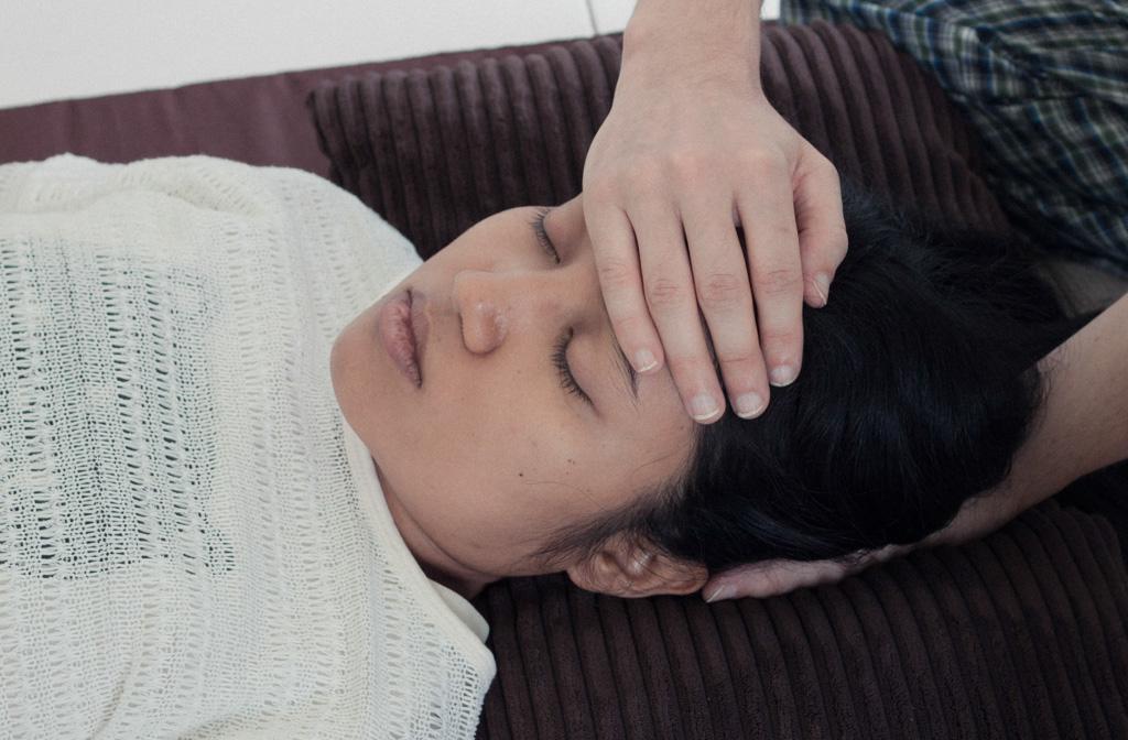 Level Two hand positions - Position 3: Bridge cranium